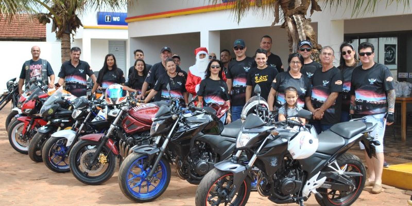 Confira todas as fotos da entrega de balas realizada pelo Moto Clube Rota 141
